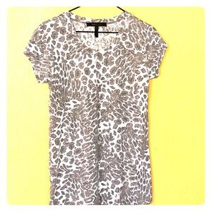 BCBGMaxAzria T-Shirt Gray and White Print Sz S
